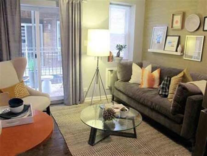 """高涨的房价让不少80后小青年表示压力""""山大"""",在买房的时候选择了小户型的房子,因为房子本身已经很小了,所以必须得利用好每一个地方,让房间在看起来不觉得拥挤的同时还能容纳不少物品。下面就看看这一套30平米小户型装修效果图,小小的单身公寓在装修后的效果。"""