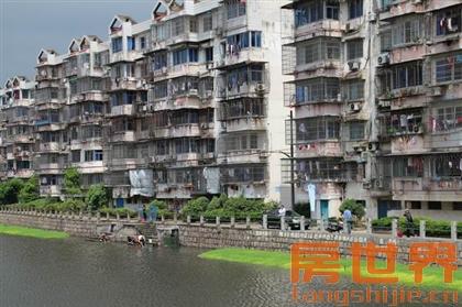 地铁二号线潘水苑6楼送阁楼,超级大阳台,四房二厅二卫
