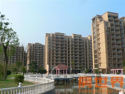 名港城二期96方210萬,三房二廳二衛,前面是排屋