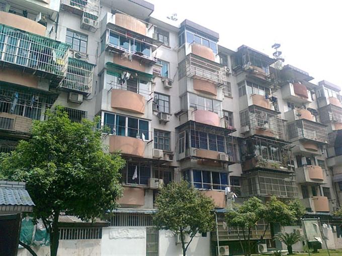 回瀾南苑東區中間樓層 125方,簡裝 滿5  只賣300萬