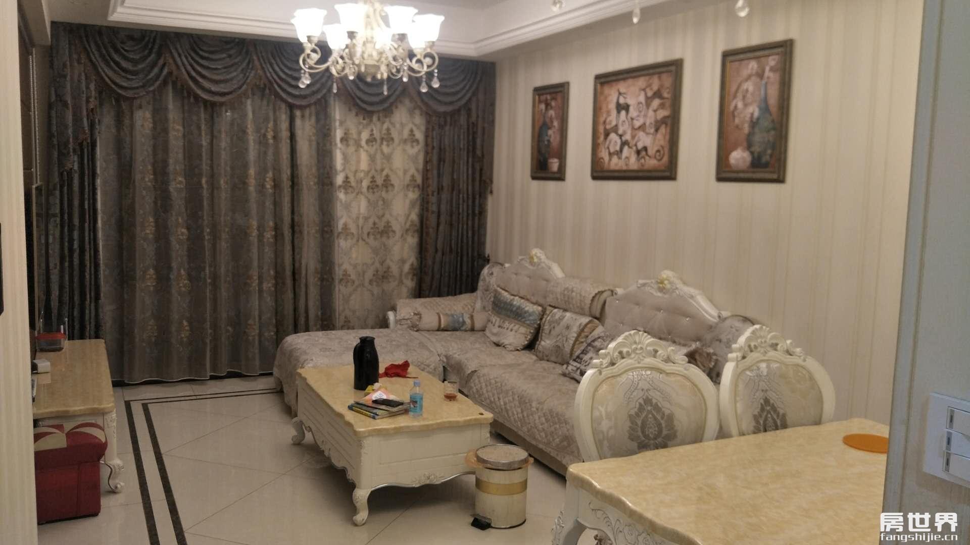 四季华庭三房二厅二卫、采光好、装修经典,产证满2年。