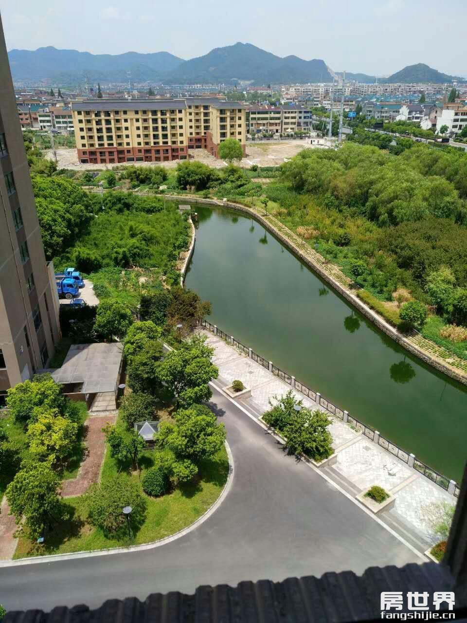 臨浦南秀苑,6樓100方送閣樓70方出售,無增值稅,只賣130萬