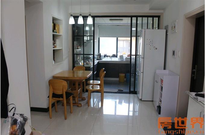 豪华装修,一线家电及家具齐全送阁楼及20平米自行