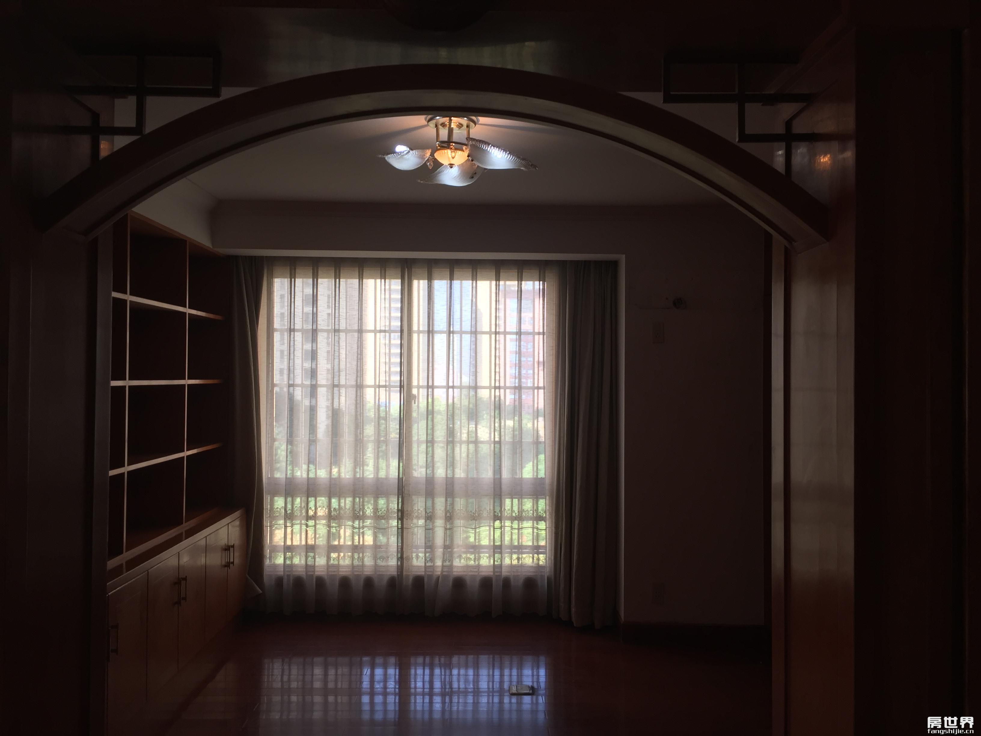 精装修双学区送阁楼及露台(近300平方)